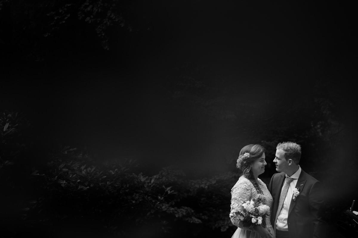 bruidspaar, zwart wit foto