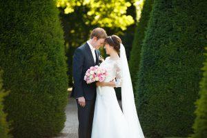 verhaalvertellende trouwfotografie, Weldam, bruidspaar liefdevol moment